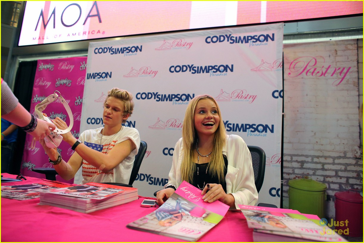cody simpson mall america 07