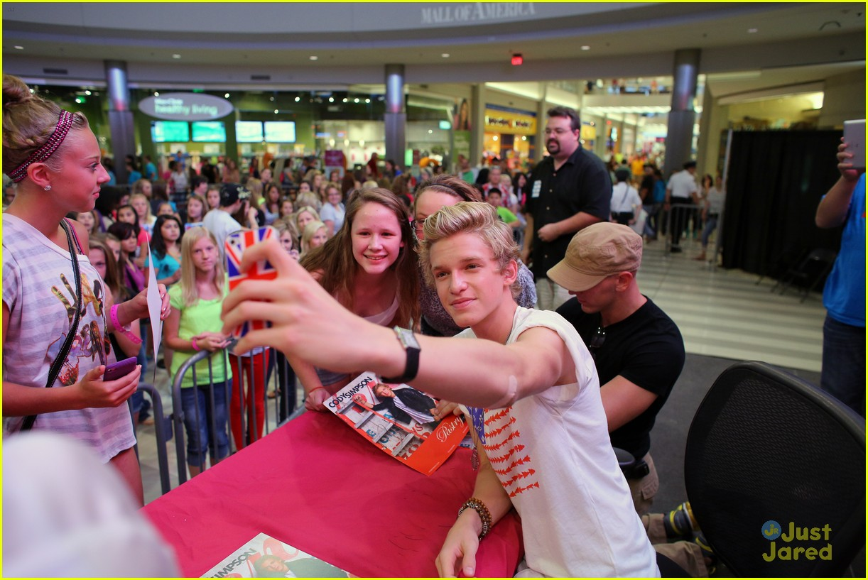 cody simpson mall america 16