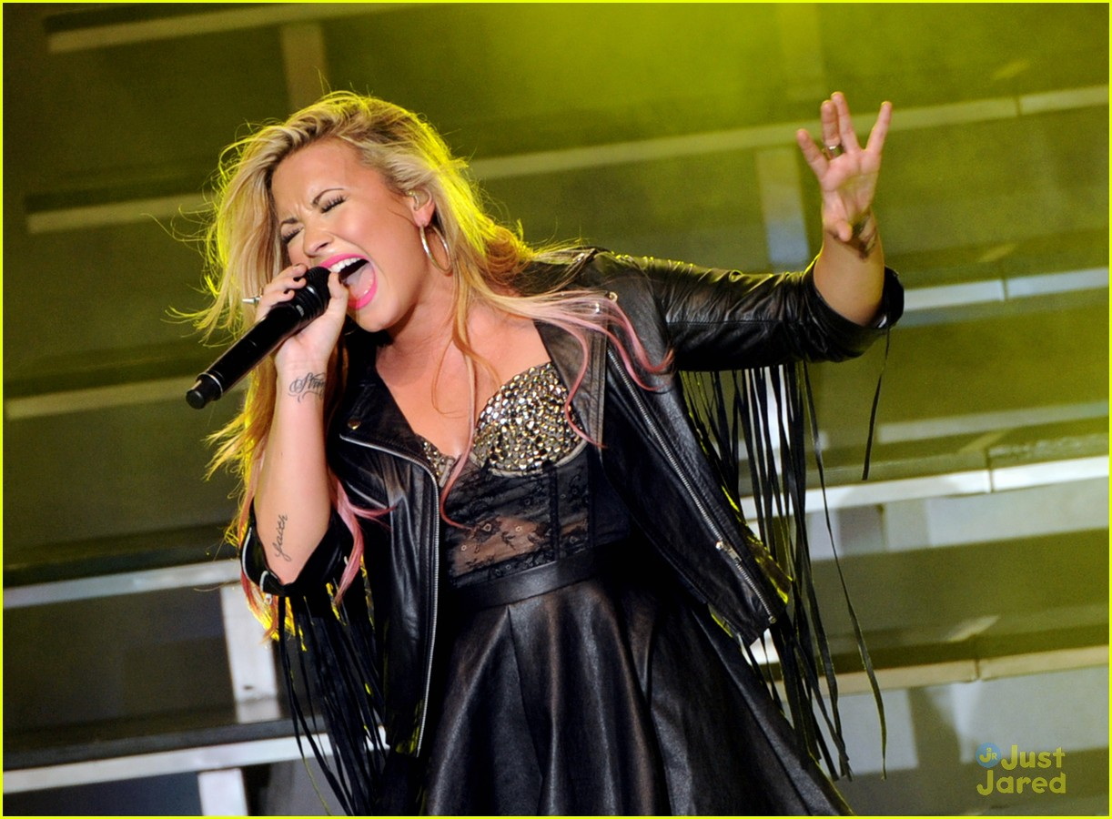 demi lovato greek la concert 11