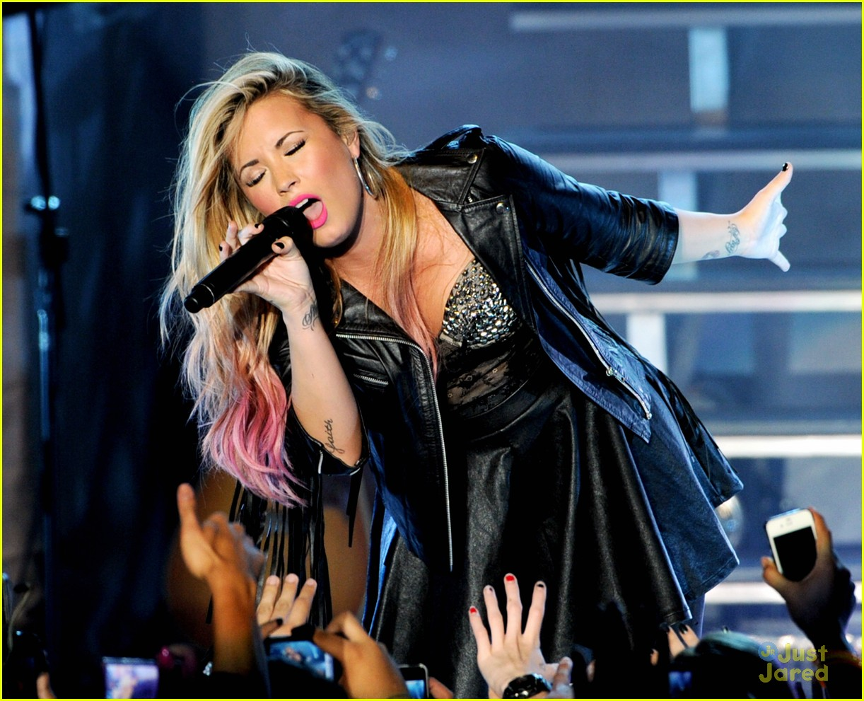 demi lovato greek la concert 19