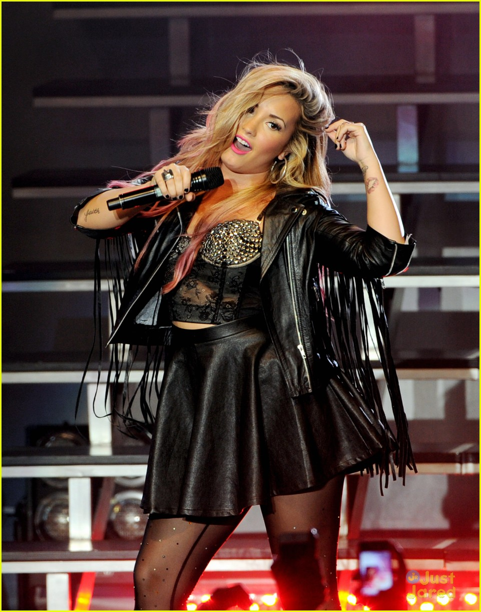 demi lovato greek la concert 20