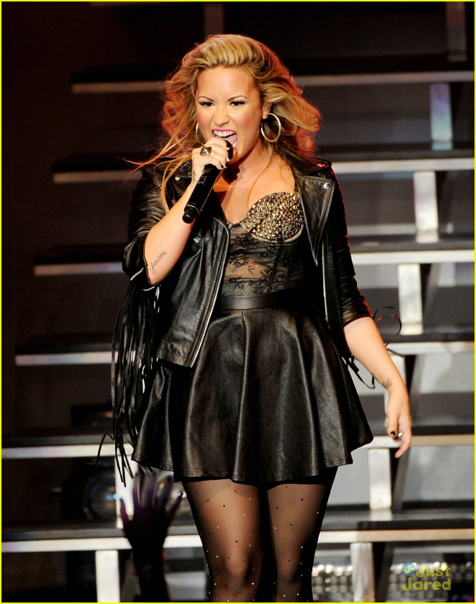 demi lovato greek la concert 26