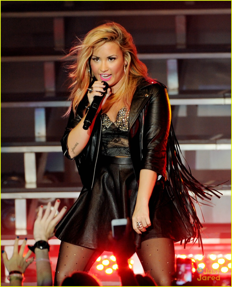 demi lovato greek la concert 30