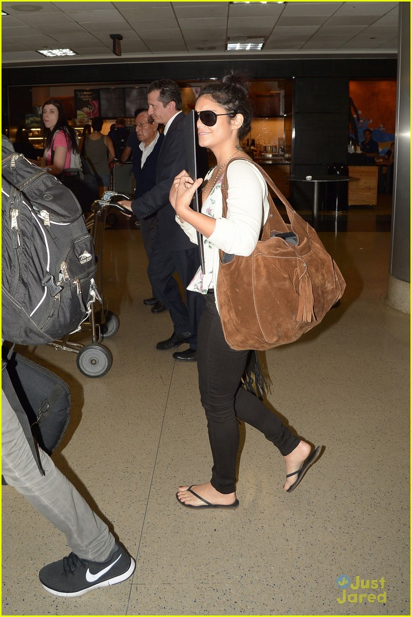 vanessa hudgens austin lax landing 01