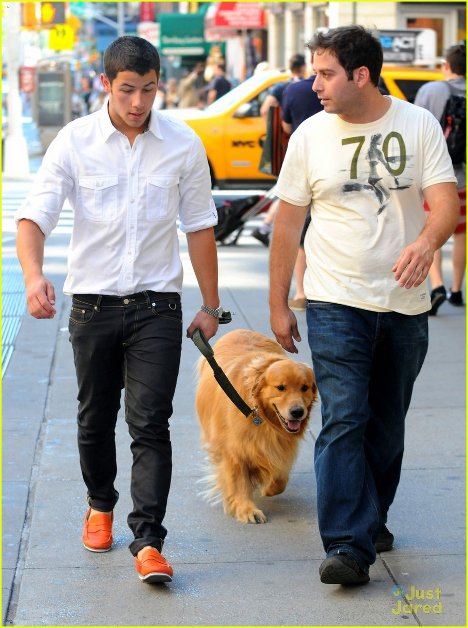 jonas dog walker 04