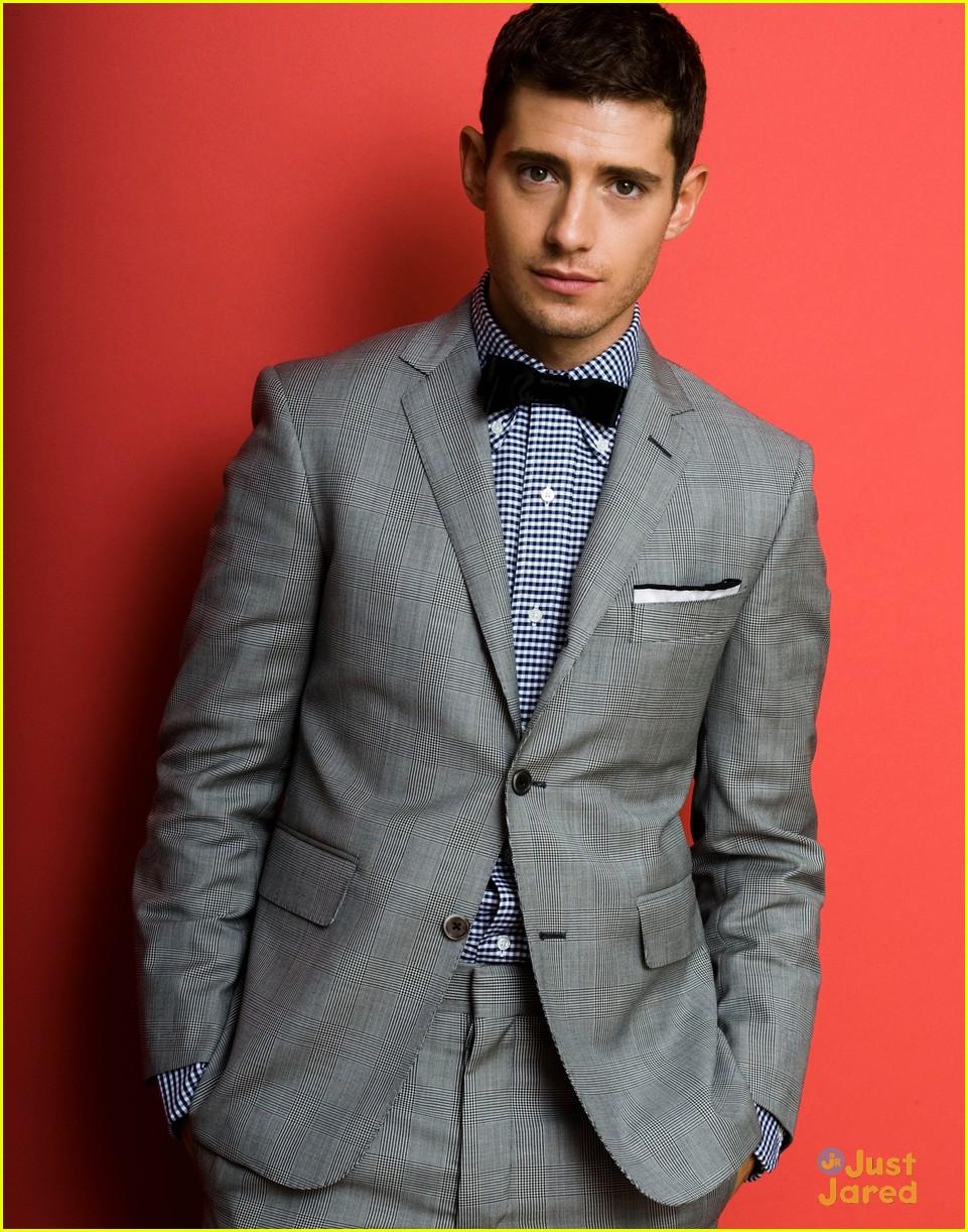 Julian Morris wears  (Suit )