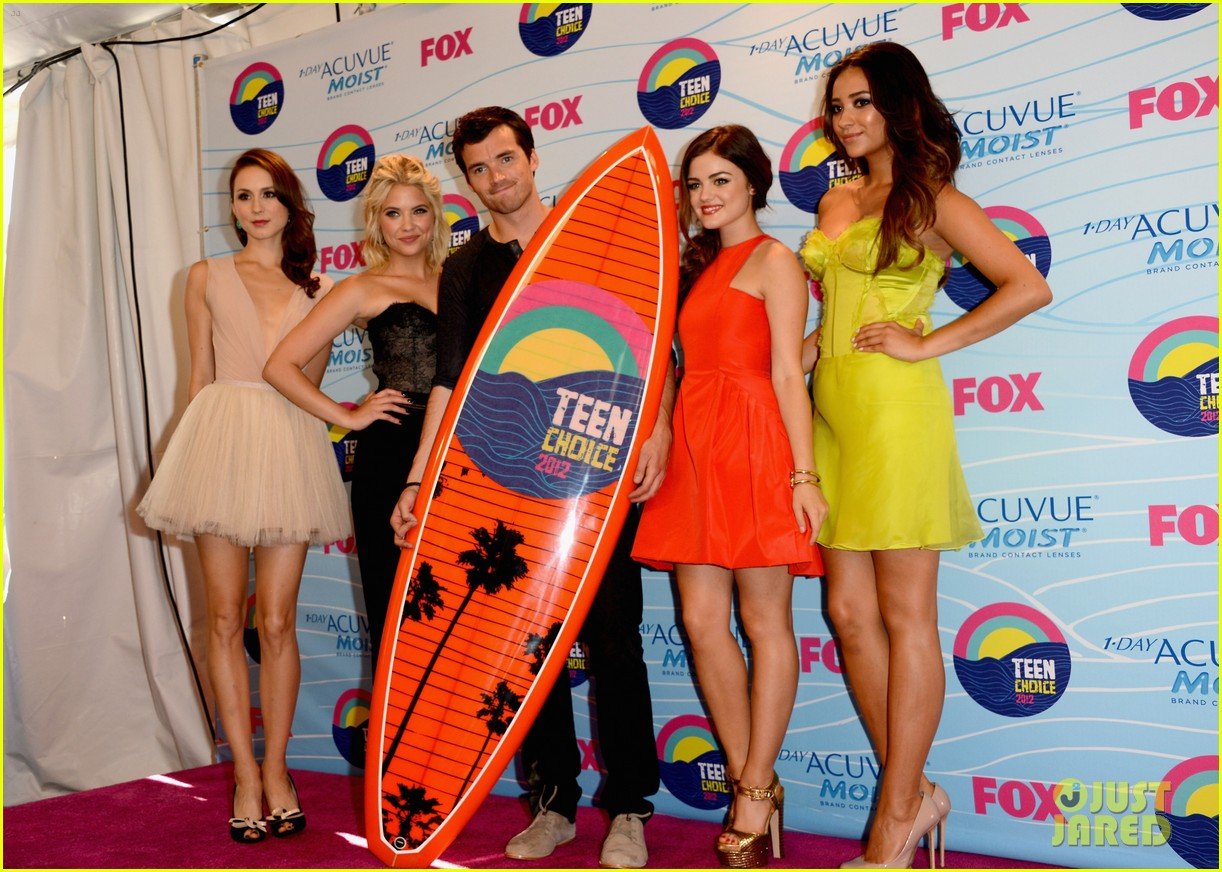 lucy hale teen choice awards 2012 11