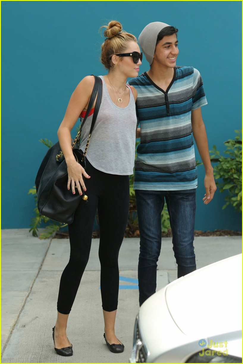 miley cyrus liam hemworth pilates 02