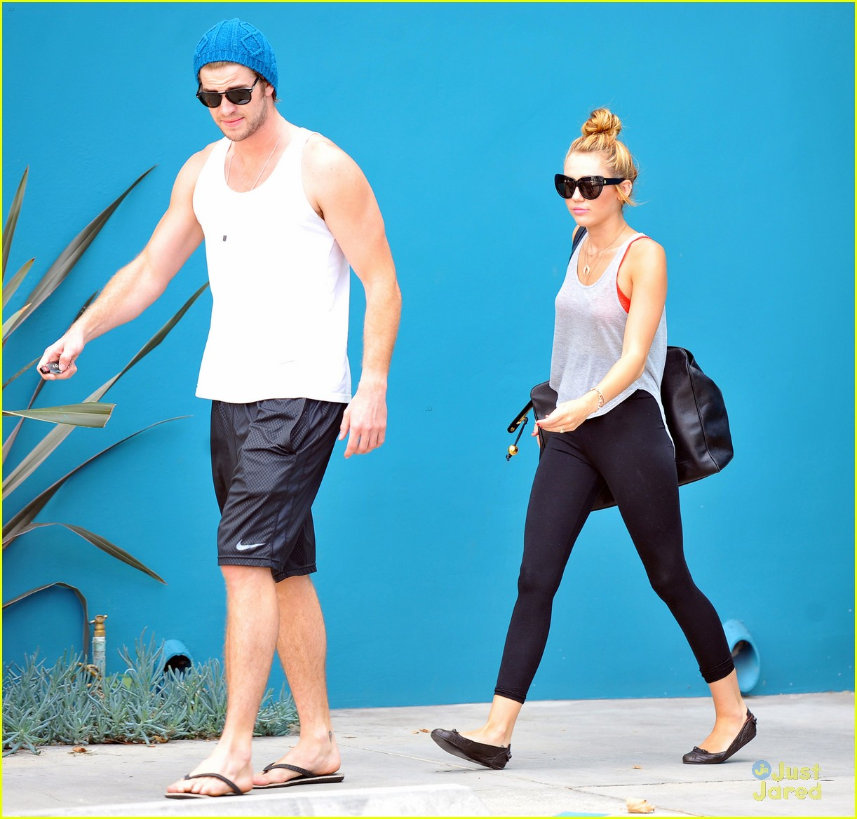 miley cyrus liam hemworth pilates 05