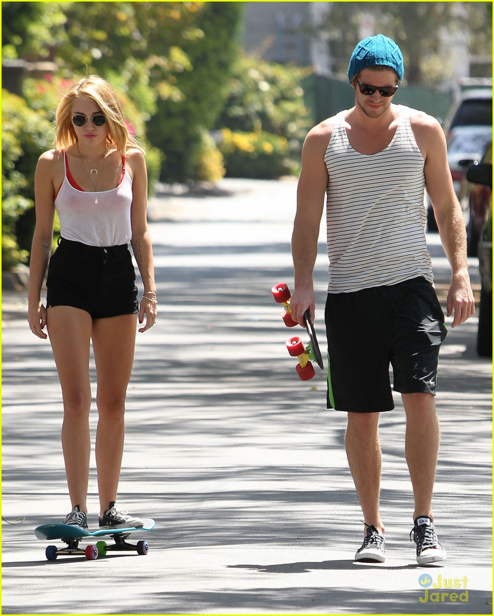 miley cyrus liam hemsworth skateboard sunday 12