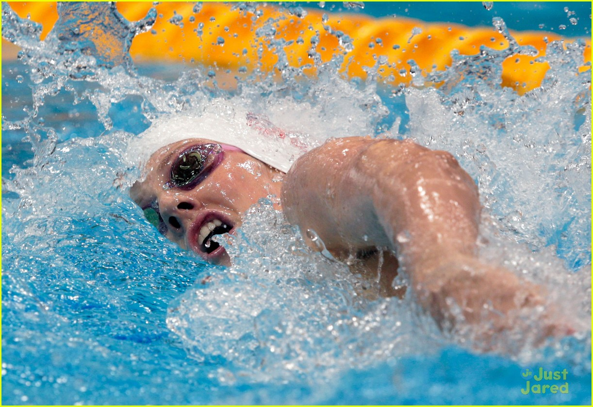 missy franklin wins gold 02