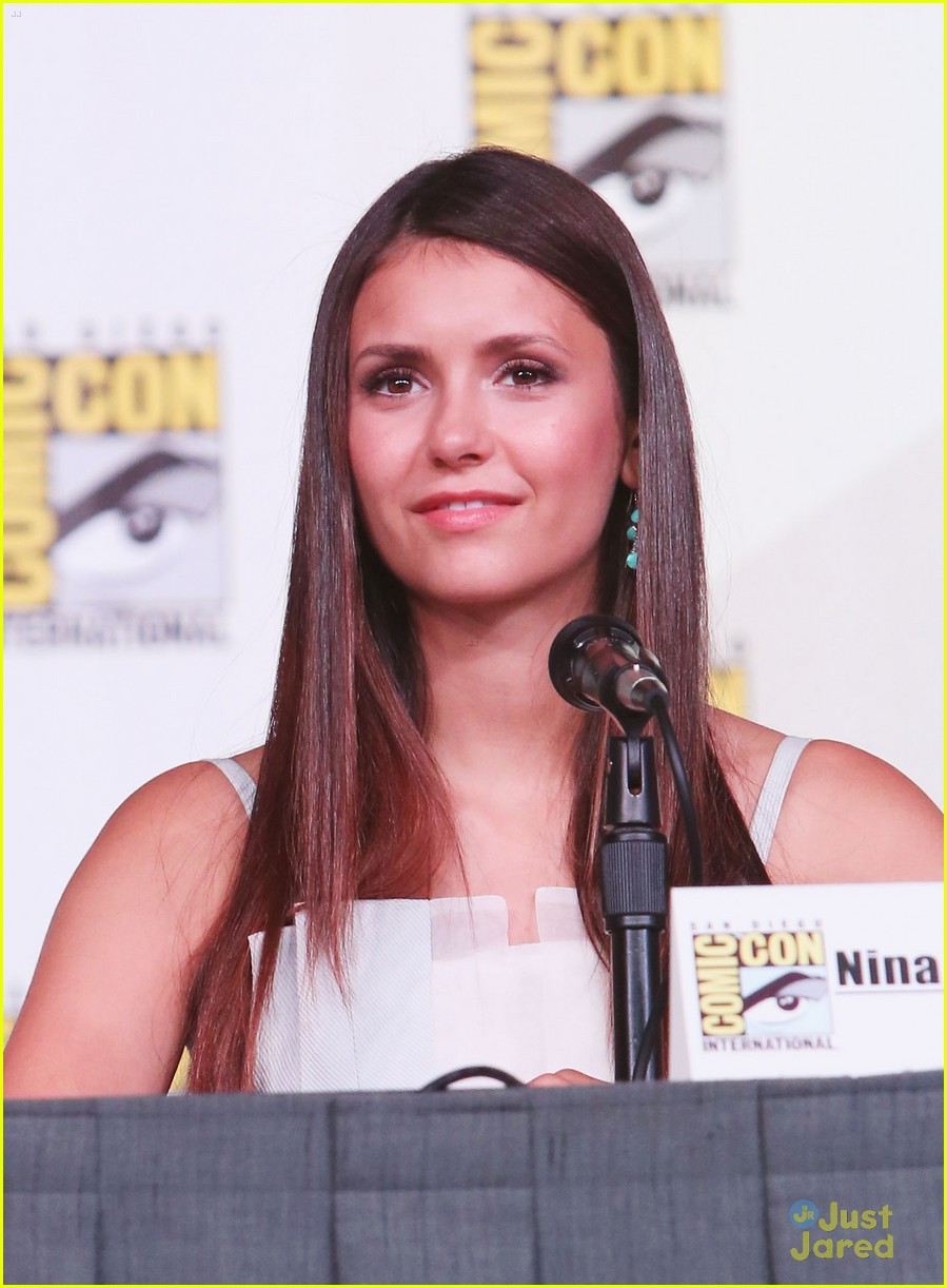 nina dobrev ew comic con party 06