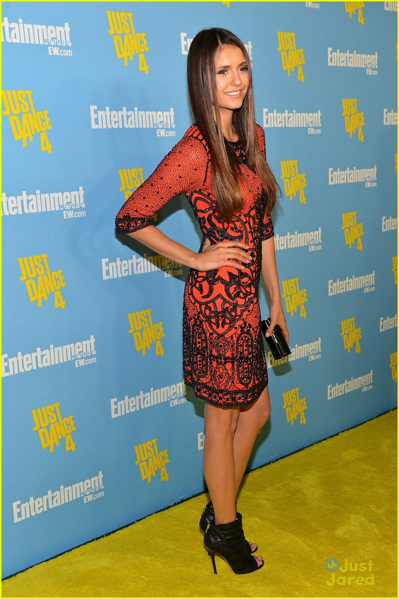nina dobrev ew comic con party 17