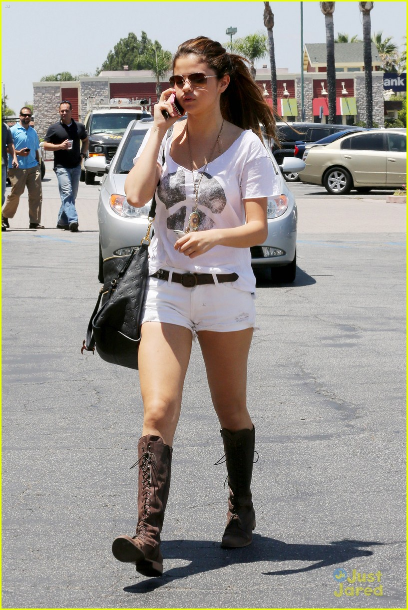selena gomez sushi lunch 02