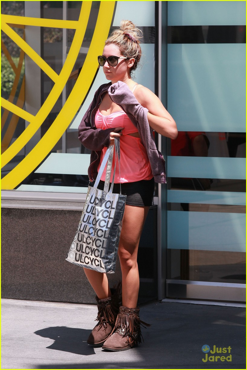 ashley tisdale gym time 05