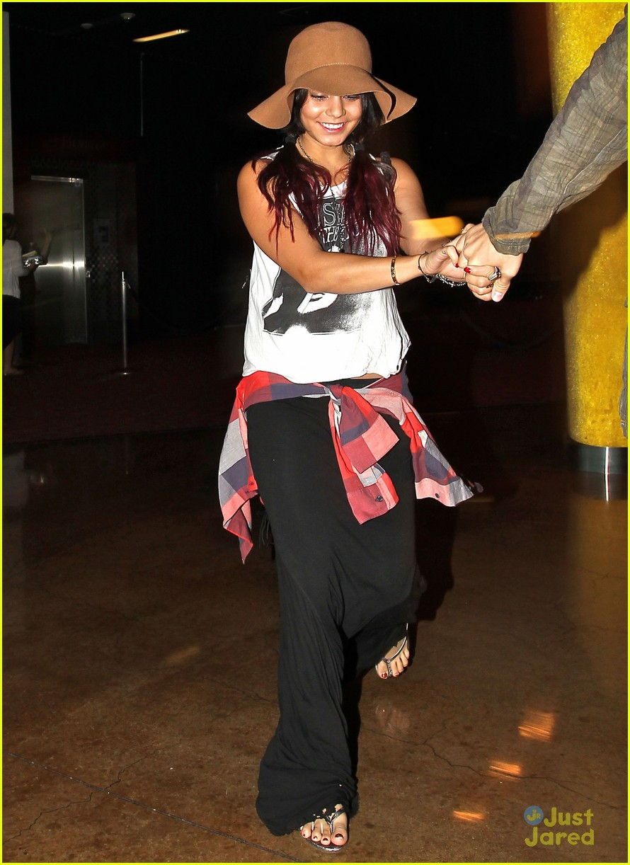 vanessa hudgens dark knight date 07