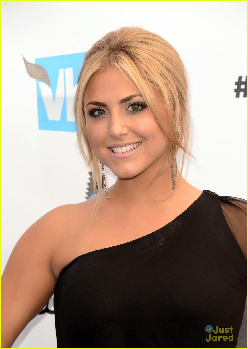 cassie scerbo ds awards 01