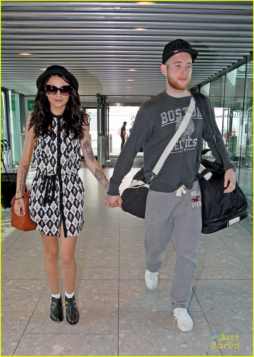 cher lloyd craig heathrow airport 01