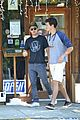 Efron-nyff zac efron lunch with dylan 01