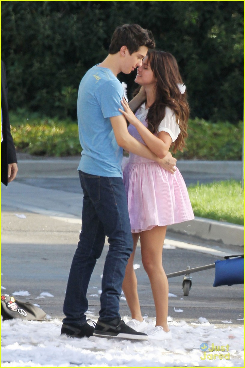 selena gomez nat wolff kiss 03