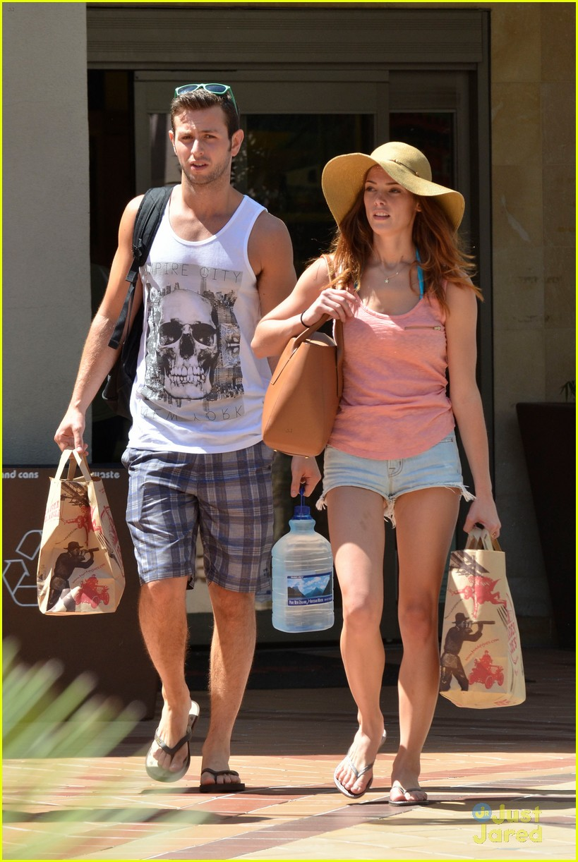 ashley greene grocery run 04