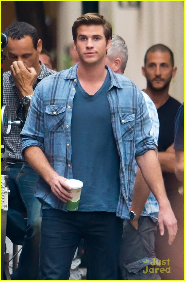 hemsworth coffee on set 05