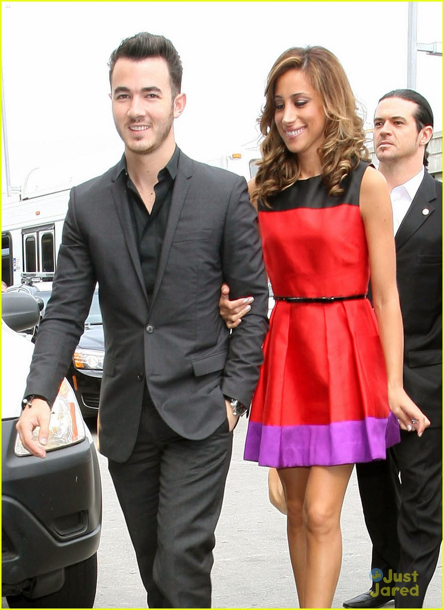 kevin danielle jonas lax flight 01