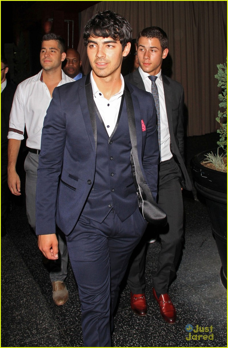 nick joe jonas hyde hollywood 02