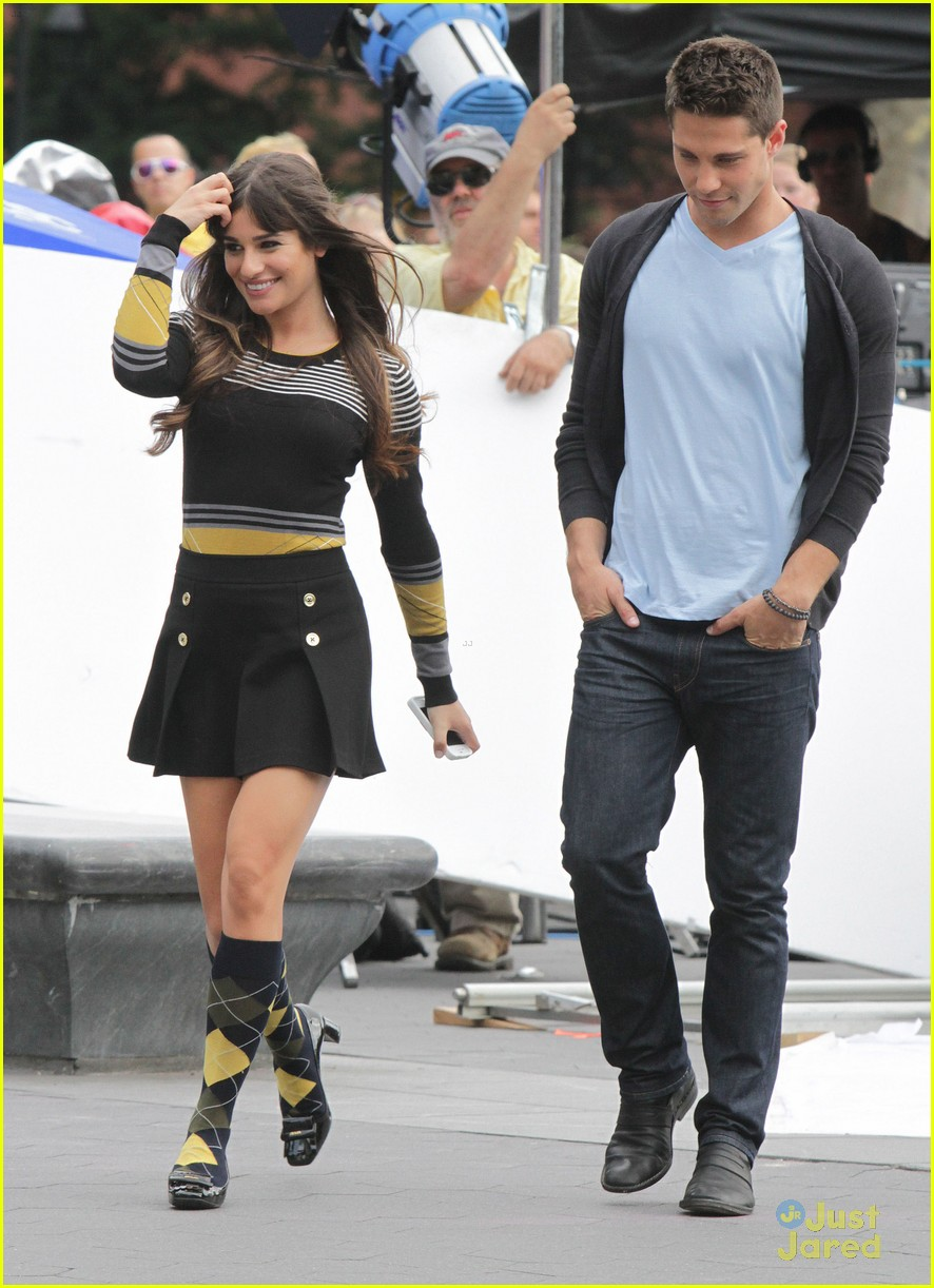 lea michele chris colfer hug glee 04