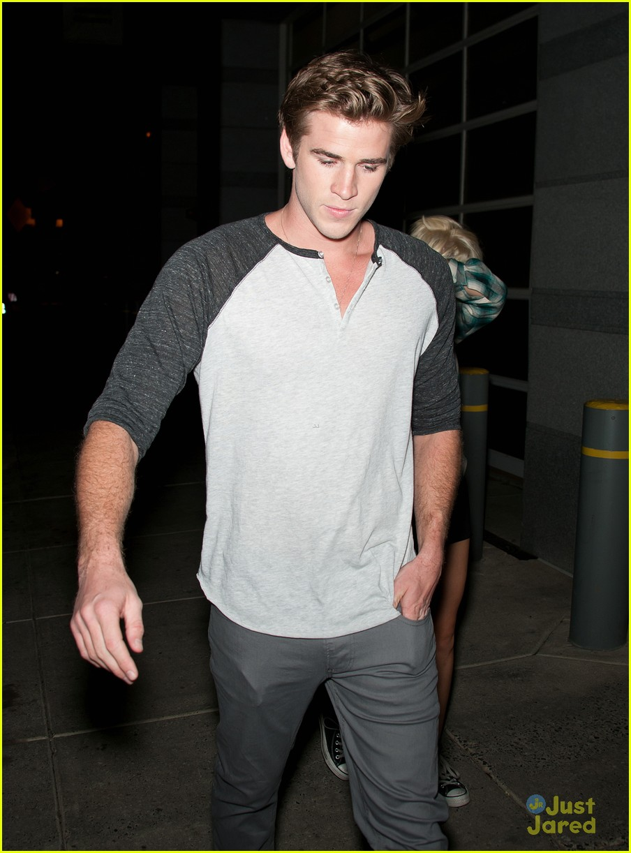miley cyrus liam hemsworth hair hide 05