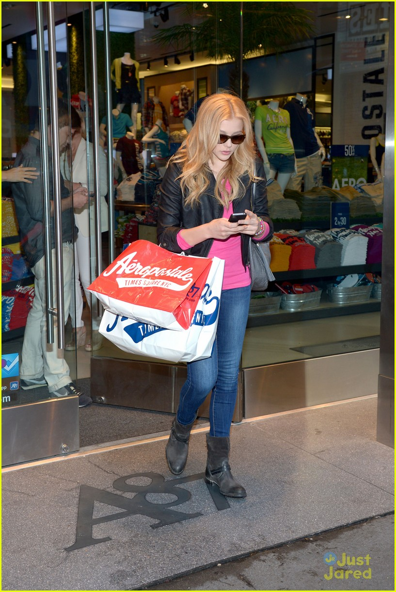 moretz shopping 01