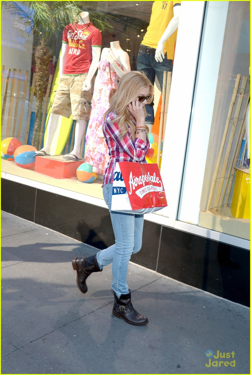 moretz shopping 07