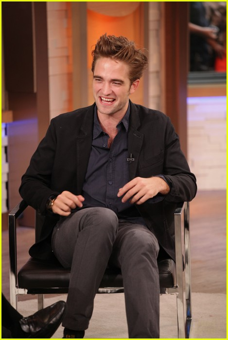 robert pattinson gma stop 03