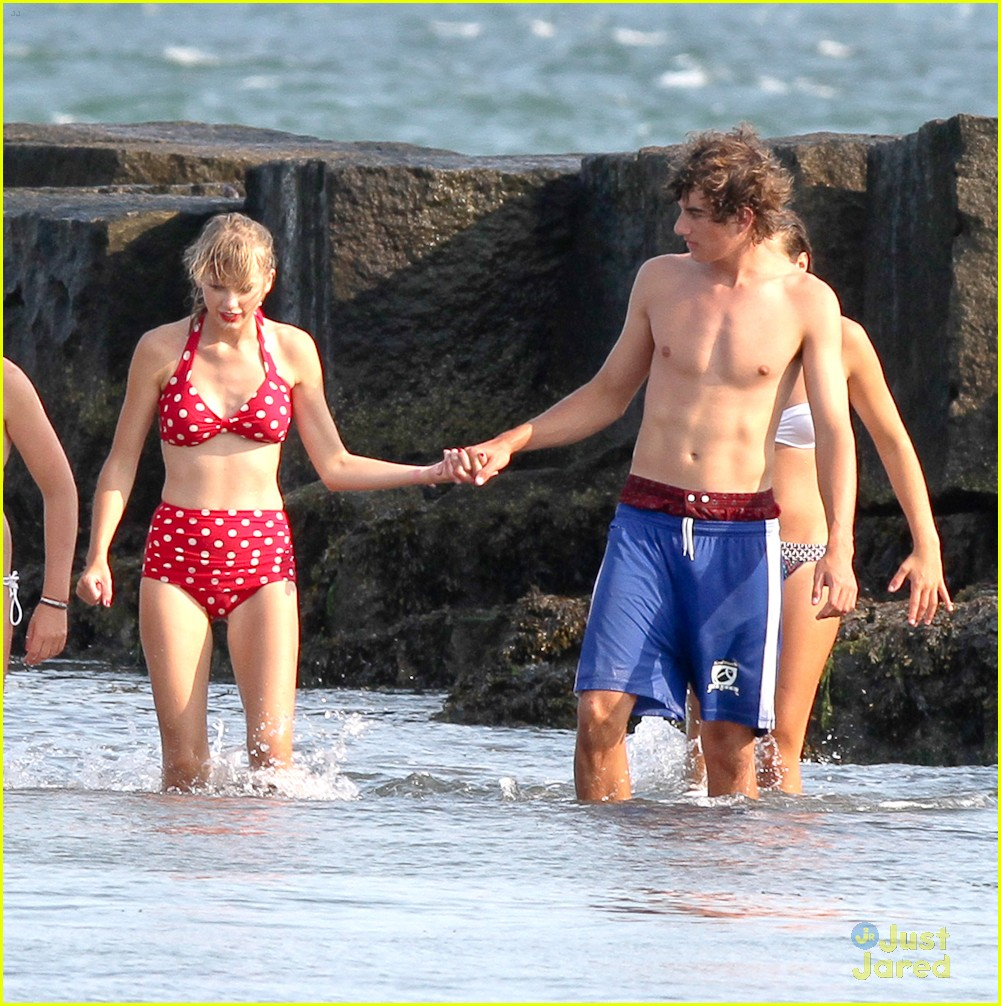 taylor swift conor kennedy beach day 05