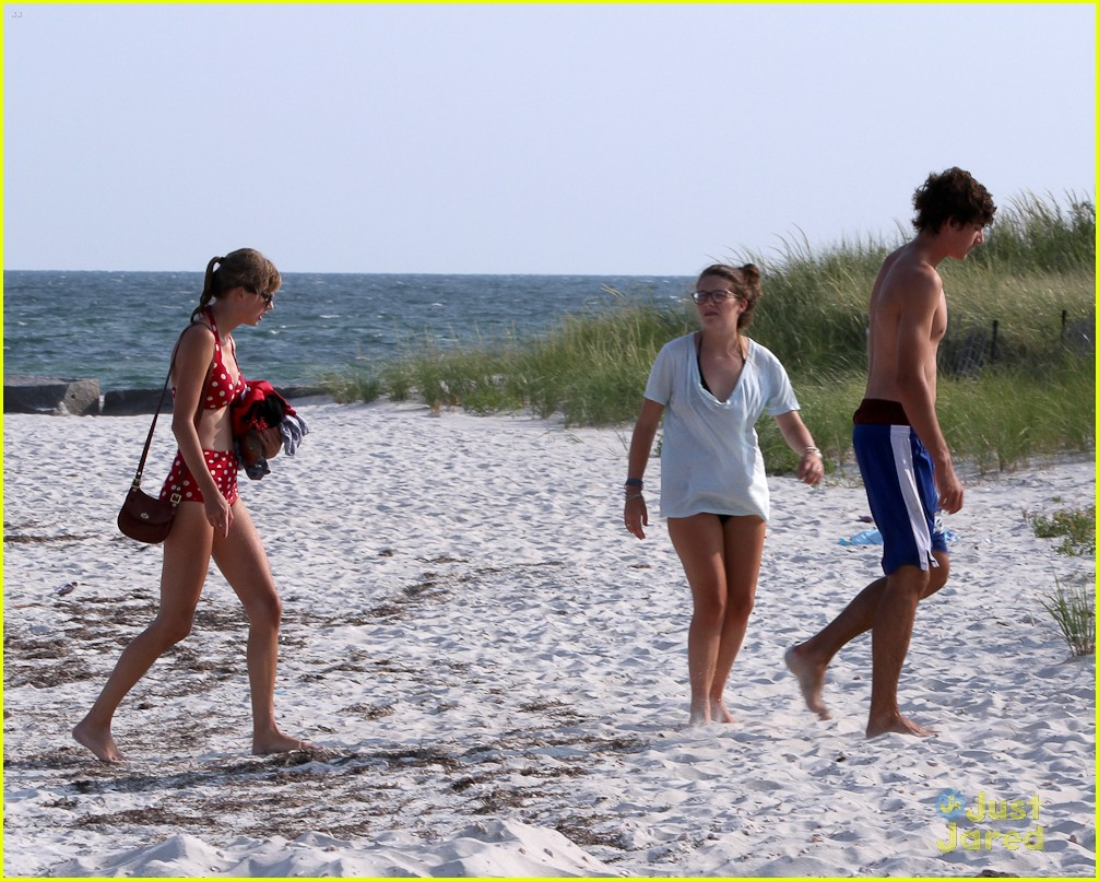 taylor swift conor kennedy beach day 06