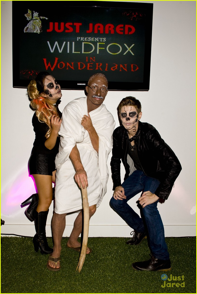 colton haynes holland roden ally maki jj halloween party 09