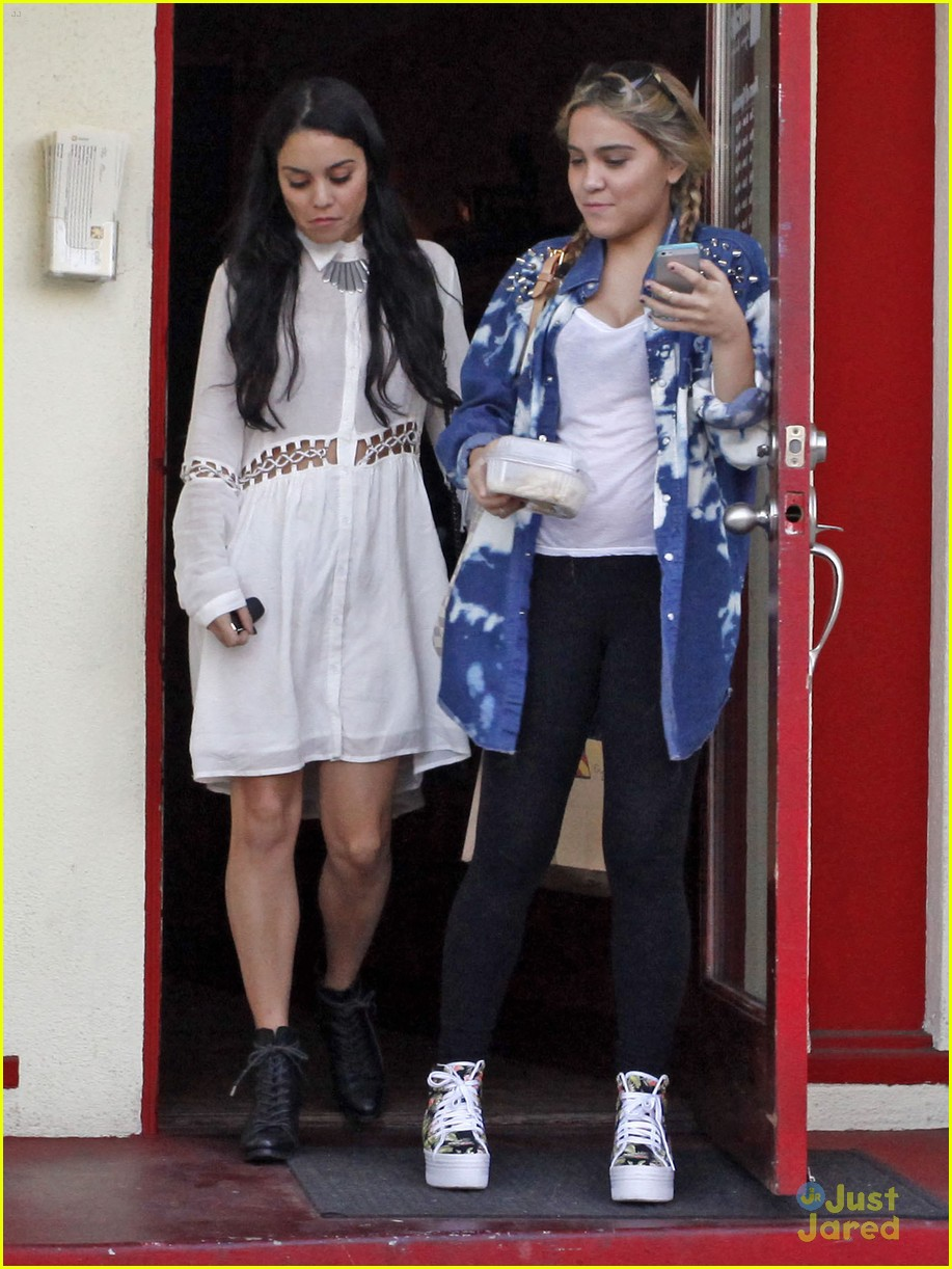 vanessa hudgens stella sun cafe 05