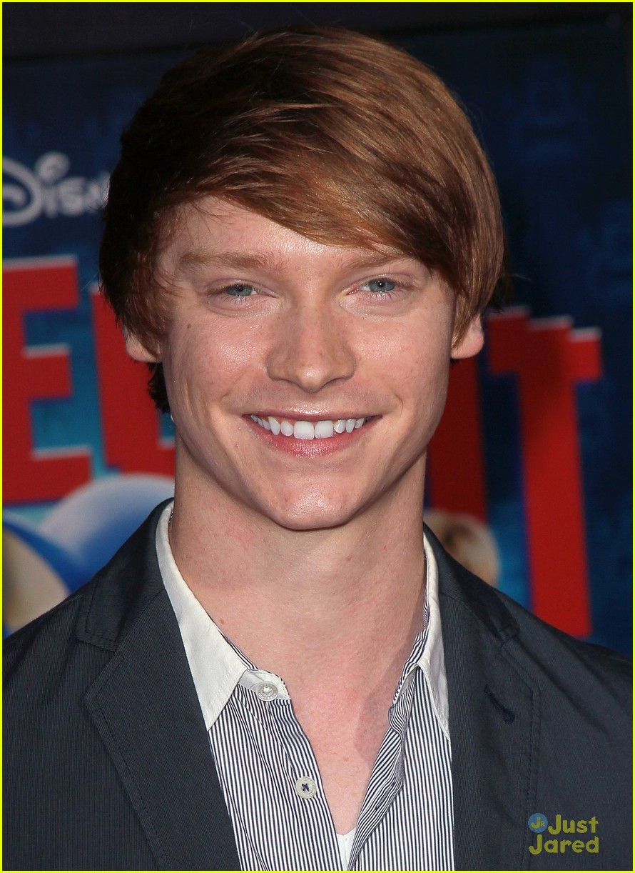laura marano calum worthy ralph premiere 01