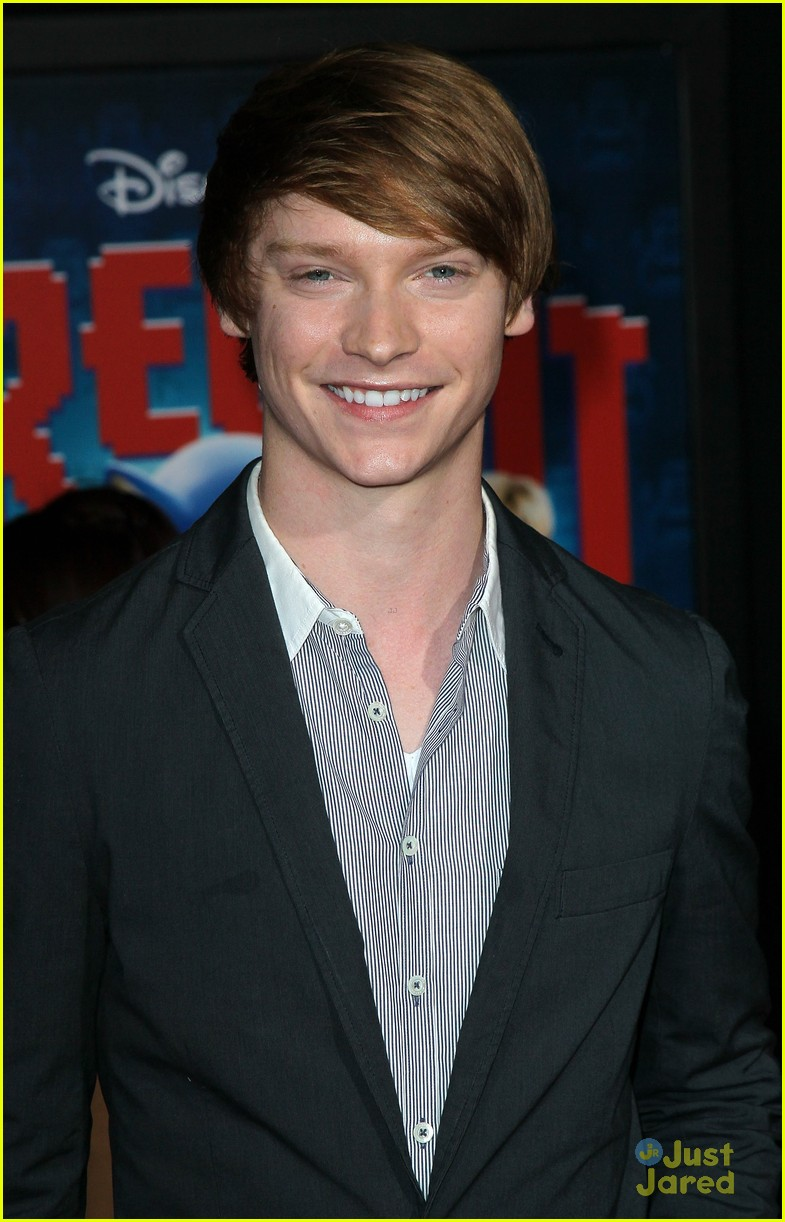 laura marano calum worthy ralph premiere 03