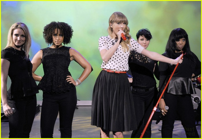 taylor swift view appearance 06