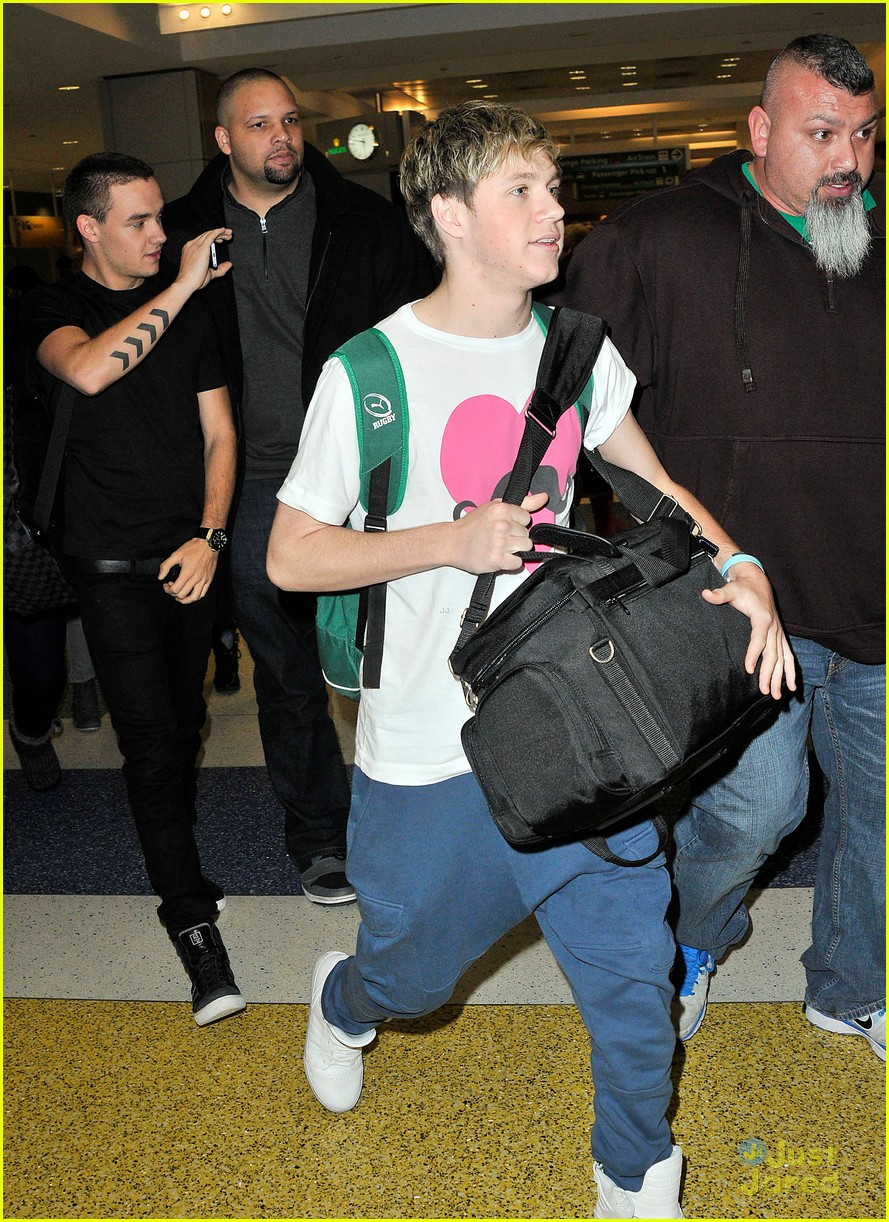 one direction jfk arrival 02