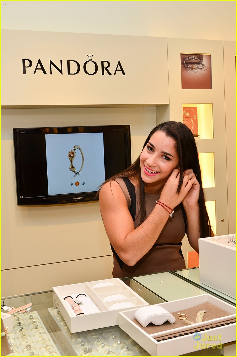 aly raisman pandora mg 17
