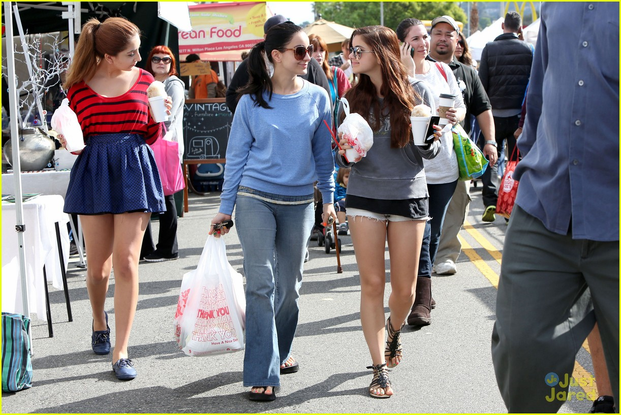 ariel winter farmers market 11