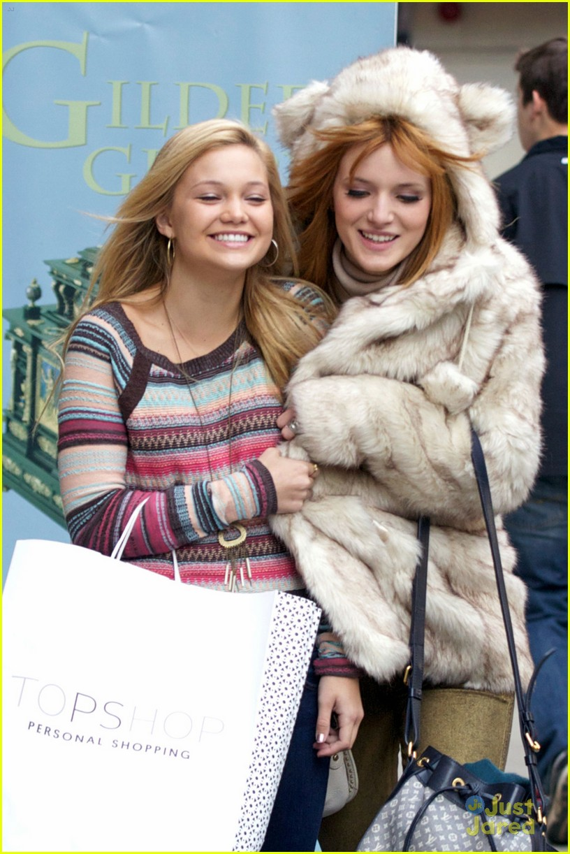 bella thorne olivia holt top shoppers 03