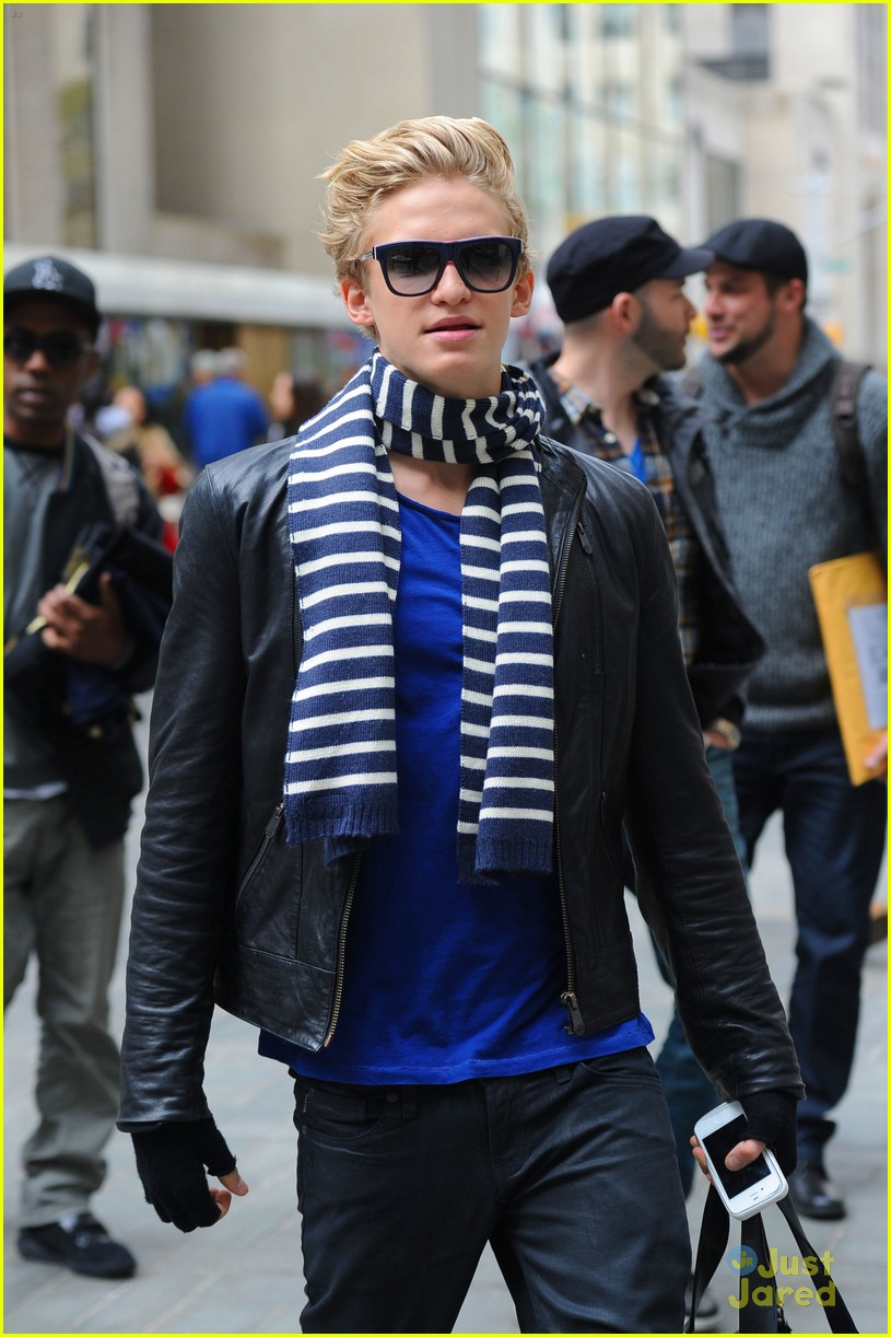 cody simpson striped scarf 04