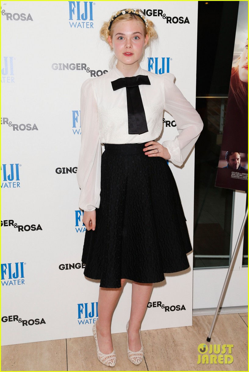 elle fanning ginger rosa screening with christina hendricks 07