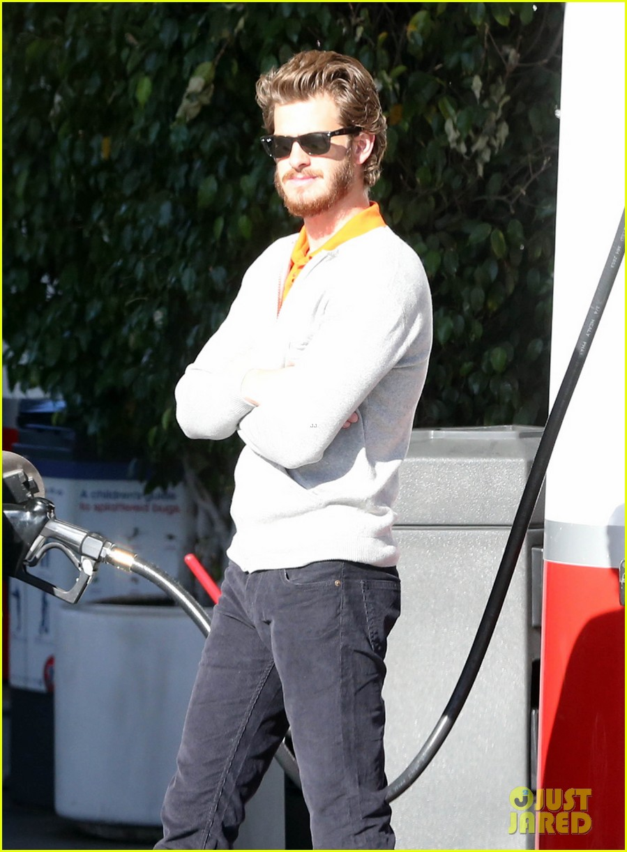 andrew garfield belly dances for charity on ellen 04