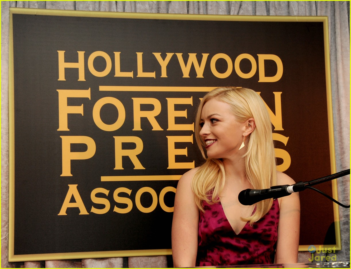 gia mantegna francesca eastwood golden globe party 01