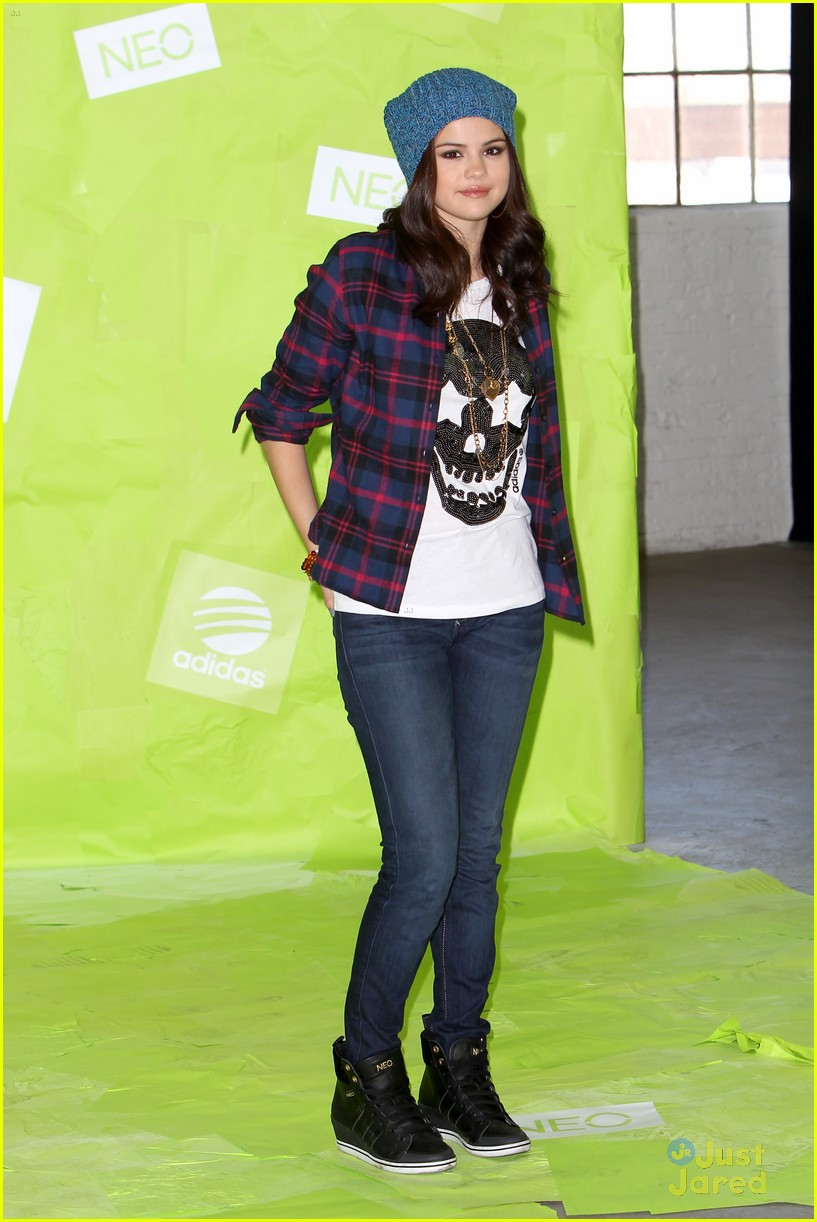 selena gomez adidas neo photo call 07