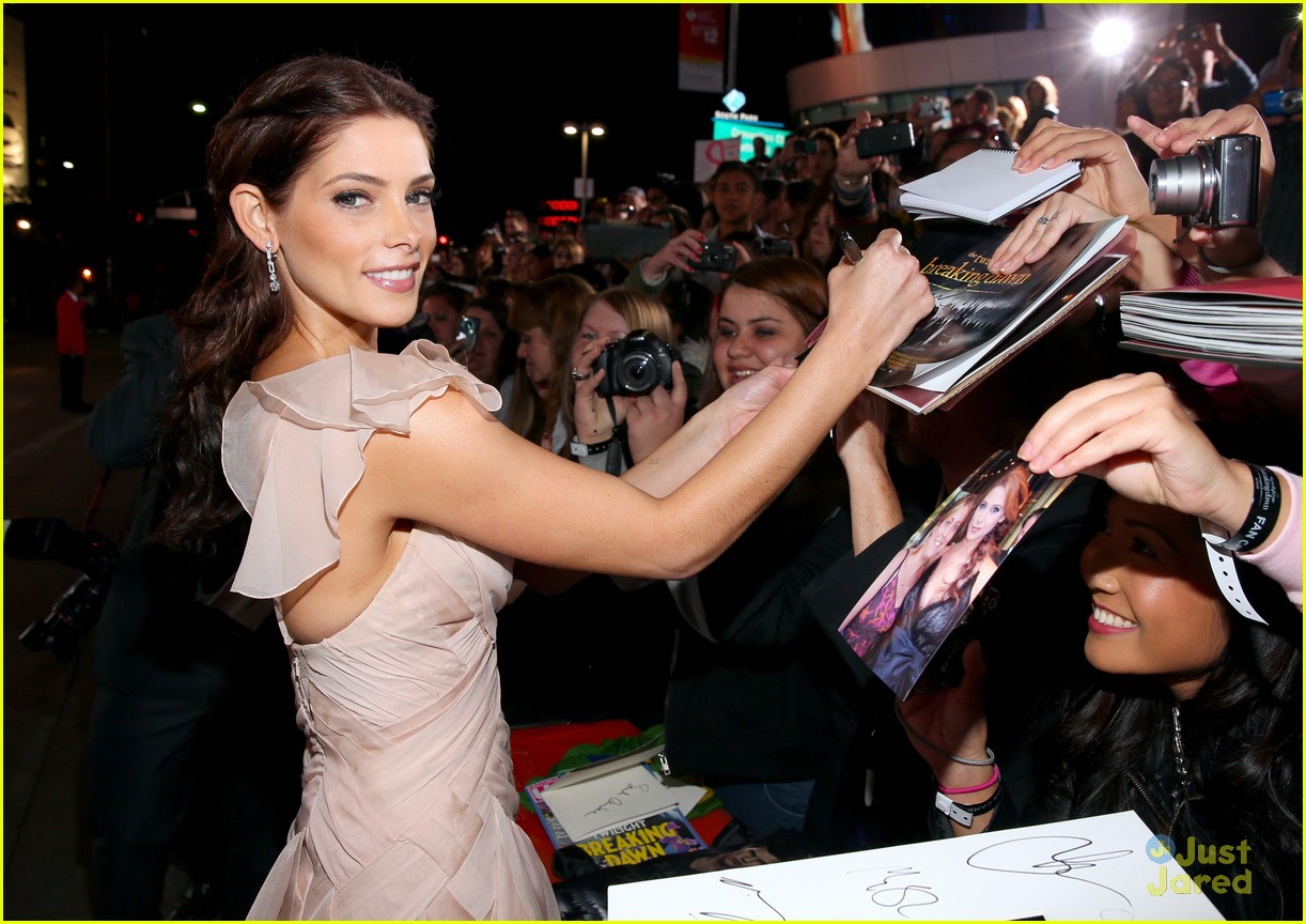ashley greene bd premiere 18